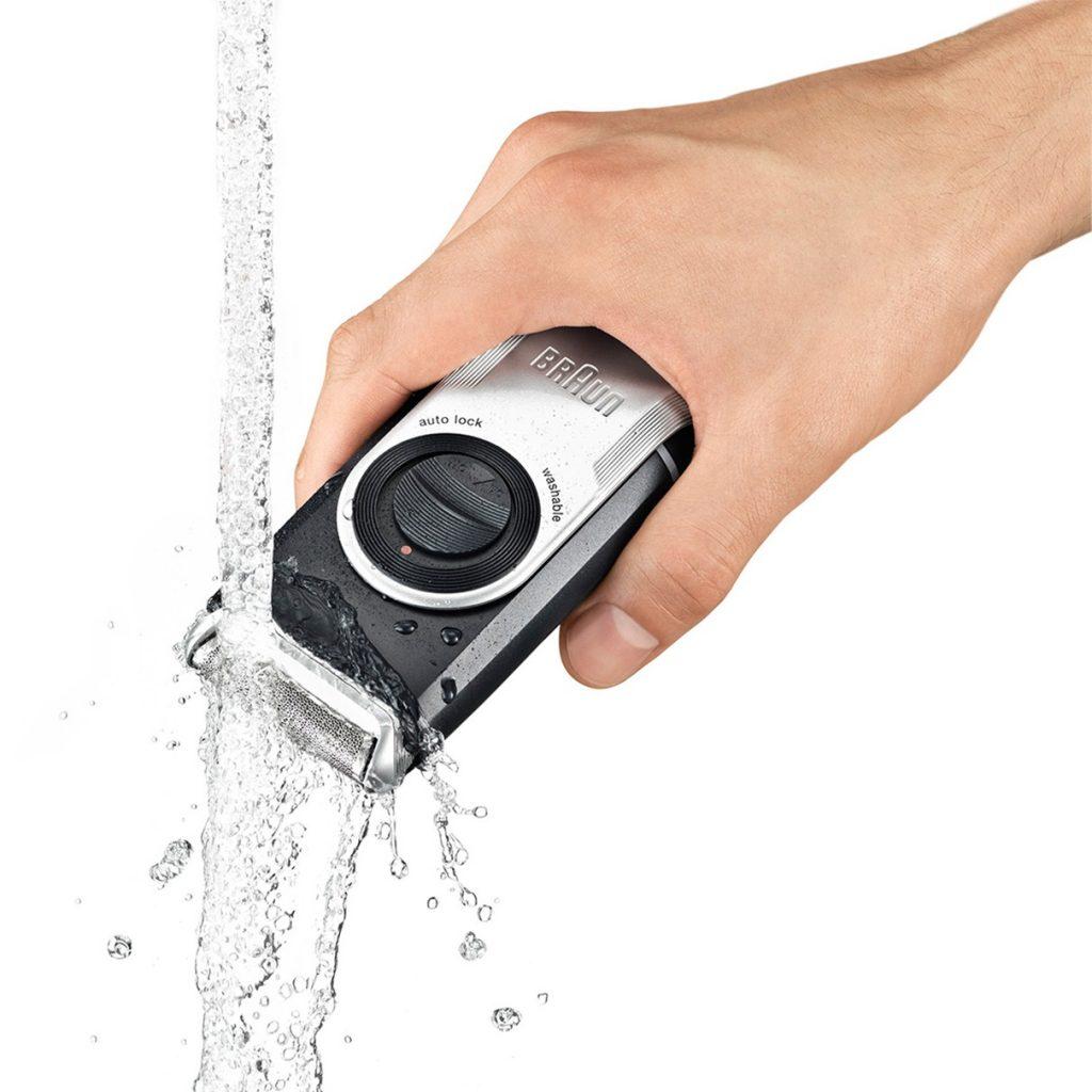 Braun M90 Mobile Shaver under water