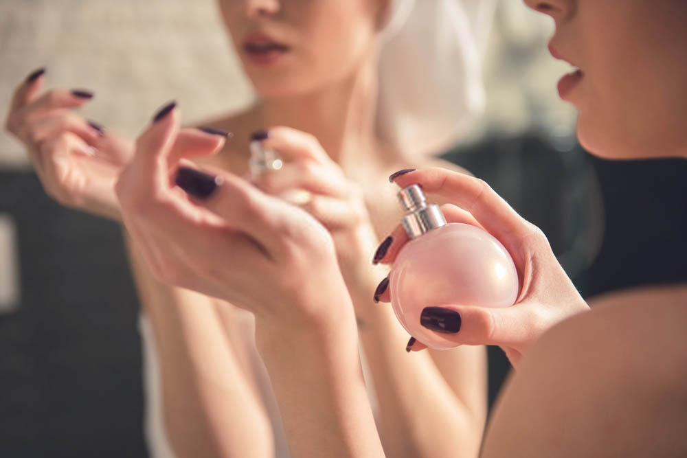 women applying Eau de Toilette on her skin