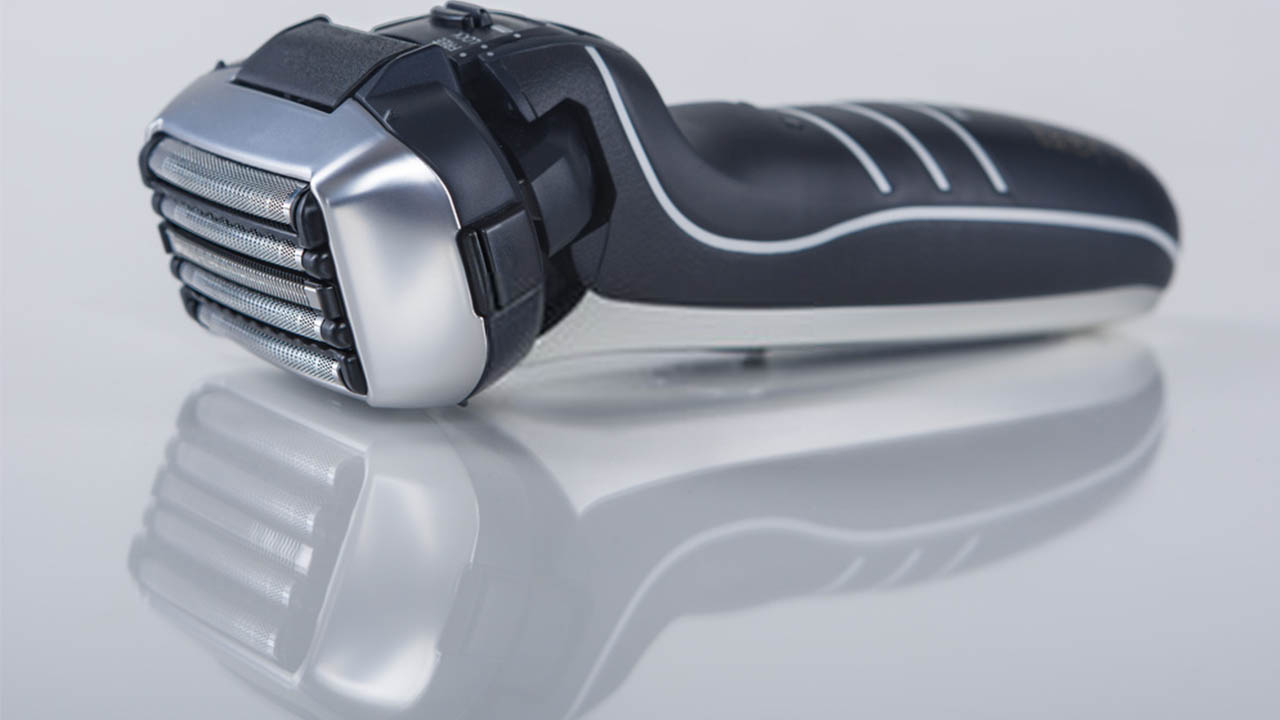 Shaving with Panasonic Arc 5 LV95